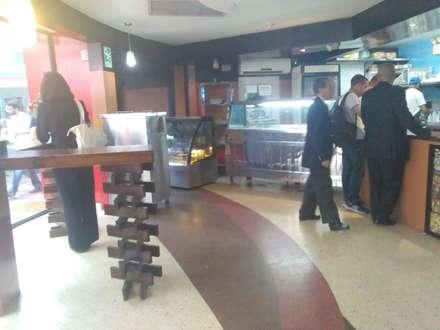 MALAU BISTRO: Restaurantes de estilo  por ESTUDIO DE ARQUITECTURA C.A