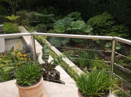 A Nice Garden in Hale: tropical Garden by Charlesworth Design