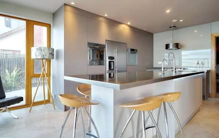 A Large Island For Food Prep And Eat: Modern Kitchen By ADORNAS KITCHENS