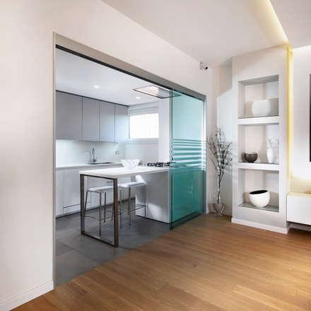 Spazio nello spazio.: Cucina in stile in stile Moderno di Gruppo Castaldi | Roma