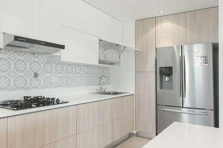 Cocina Cibeles: scandinavian Kitchen by CONTRALUZ MOBILIARIO Y DISEÑO INTERIOR