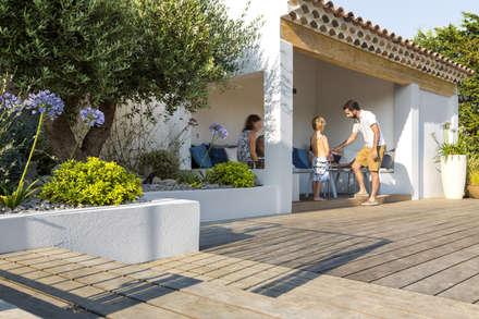 AIX-EN-PROVENCE - Rénovation d'inspiration contemporaine: Piscine de style de style Méditerranéen par Agence MORVANT & MOINGEON