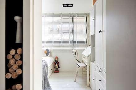 小.曲折|Anti-Sinuous:  臥室 by 理絲室內設計有限公司 Ris Interior Design Co., Ltd.