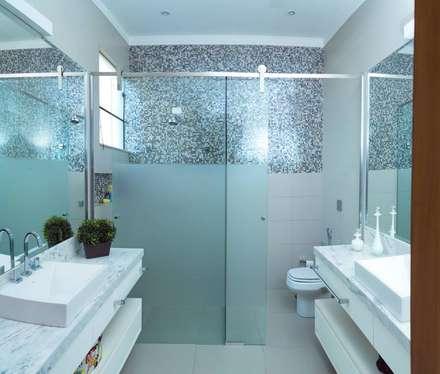 banheiro: Banheiros modernos por mariaeunicearquitetura