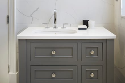 White,Grey and Black Bathroom: minimalistic Bathroom by Jigsaw Interior Architecture