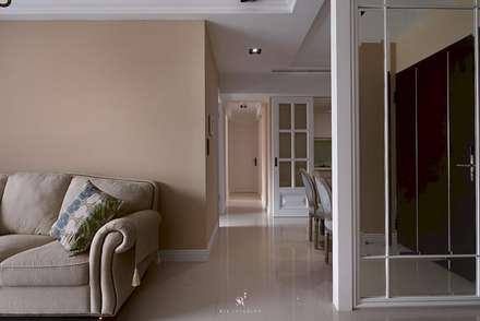 M.Maisonnette:  走廊 & 玄關 by 理絲室內設計有限公司 Ris Interior Design Co., Ltd.