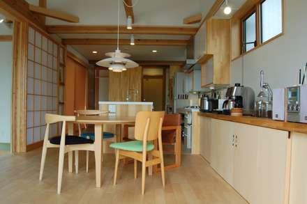 まちの家: 田村建築設計工房が手掛けたダイニングです。