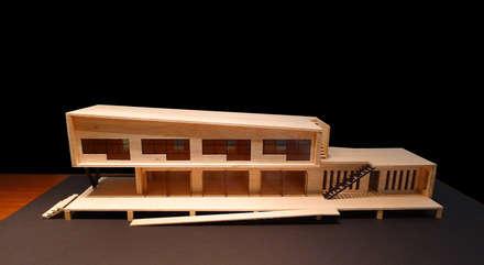 三野高台:  房子 by 築里館空間設計