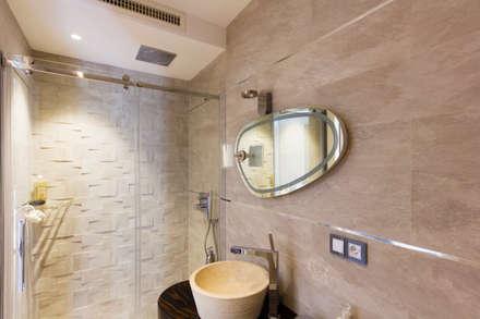 Bagno en-suite della camera ospiti: Bagno in stile in stile Moderno di MBquadro Architetti