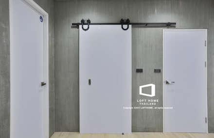 """บ้านเดี่ยว 2ชั้น สไตล์โมเดิร์นลอฟท์ """" ECO - LOFT """":  ห้องน้ำ by LOFT HOME (THAILAND) Co.,Ltd"""