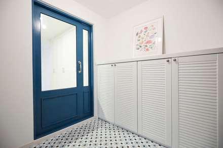 신성미소지움아파트: DESIGNSTUDIO LIM_디자인스튜디오 림의  벽