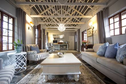 White River Manor: country Living room by Principia Design
