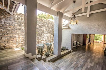 White River Manor:  Corridor & hallway by Principia Design