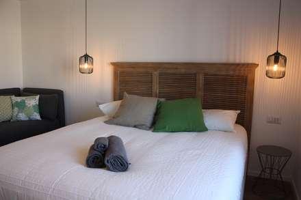 pied-à-terre 2: Camera da letto in stile in stile Eclettico di studio ferlazzo natoli