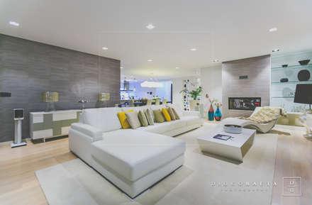 Moradia BN: Salas de estar modernas por Fragmentos Design