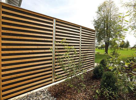Natürlich moderner Schallschutz mit Stahlpfosten: moderner Garten von Braun & Würfele - Holz im Garten