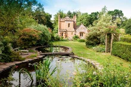 England's smallest castle: landhausstil Häuser von press profile homify