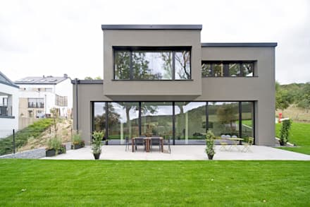 Hybrides und ökologisches Einfamilienhaus aus Beton und Massivholz in Mersch (Luxemburg): moderne Häuser von massive passive