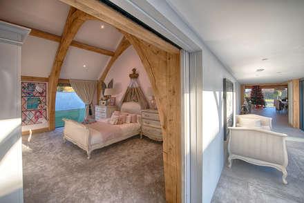 Forty Farm: rustic Bedroom by Smarta
