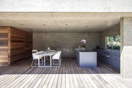 AIX-EN-PROVENCE - jardin méditerranéen contemporain: Jardin de style de style Moderne par Agence MORVANT & MOINGEON