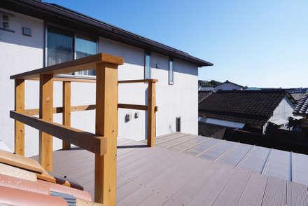 児島の家: 青木建築設計事務所が手掛けたベランダです。