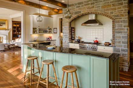Bost Builders - Lake Front French Retreat - Interior 13: moderne Küche von Chibi Moku