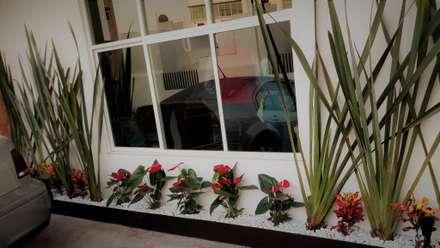 PUNTA NORTE: Jardines de estilo moderno por H+R ARQUITECTOS