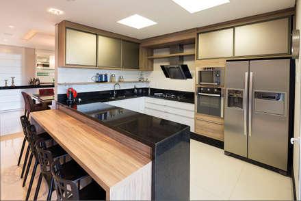 Cozinha: Salas de jantar clássicas por LS Arquitetura