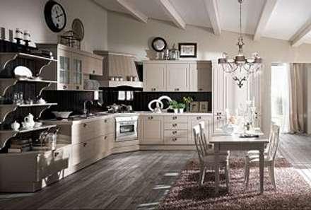 Cucina Abitabile: Cucina in stile in stile Classico di Pramazzonicasa
