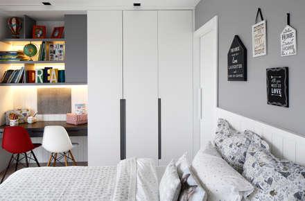 kids bedroom: modern Nursery/kid's room by Esra Kazmirci Mimarlik