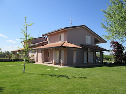 Casa C1 - Completamento Lavori di casa Bifamiliare: Case in stile in stile Classico di duedì - studio di progettazione