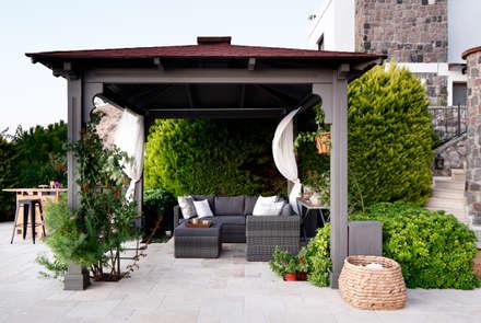 EK SUMMER HOUSE:  Terrace by Esra Kazmirci Mimarlik