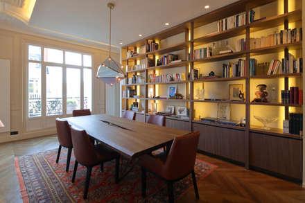 Appartement Paris XVII: Salle à manger de style de style Moderne par Philippe Conzade