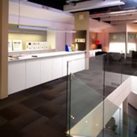 SHOWROOM DOMÓTICO Y AULA DE FORMACIÓN: Salas multimedia de estilo moderno de NORD ARBONA PIZÀ
