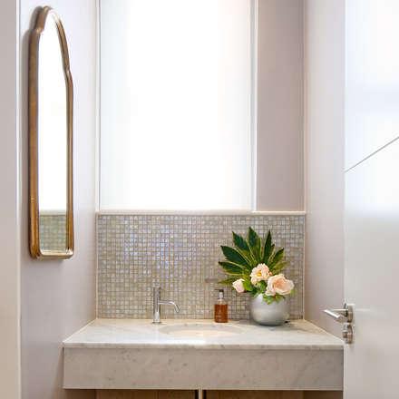 Patient Cloakroom:  Clinics by Studio 29 Architects ltd