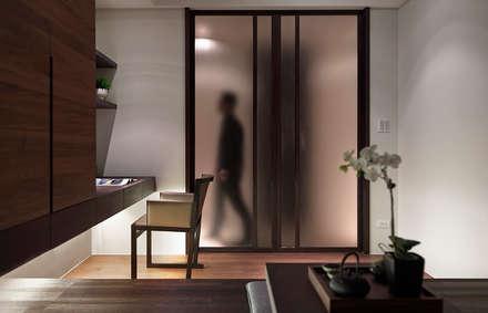 永和徐宅:  窗戶與門 by 大觀室內設計工程有限公司