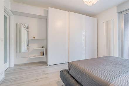 Camera da letto: Camera da letto in stile in stile Minimalista di Facile Ristrutturare