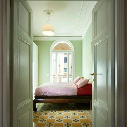Una camera da letto tutta italiana.: Camera da letto in stile in stile Classico di Gruppo Castaldi | Roma