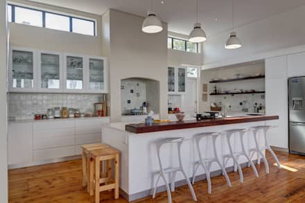House Gillanders: eclectic Kitchen by Muse Architects