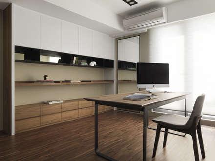 ห้องทำงาน/อ่านหนังสือ by 賀澤室內設計 HOZO_interior_design