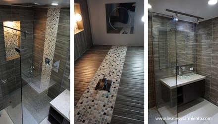 Remodelación de Baños en Bogotá. : Baños de estilo moderno por Lesmes y Sarmiento | Remodelaciones | Decoración y Diseño Interior | Arquitectura