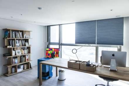 modern Study/office by 윤홍디자인