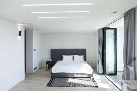 modern Bedroom by 윤홍디자인