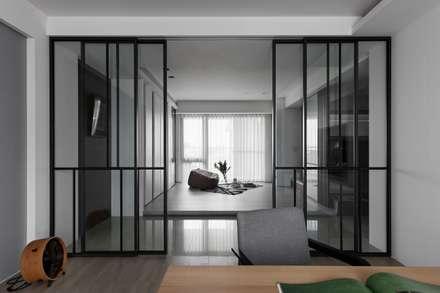 轉出。質感:  窗戶與門 by 共禾築研設計有限公司