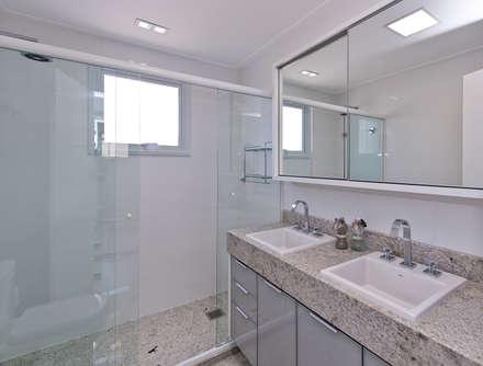 moderne Badezimmer von Kris Bristot Arquitetura