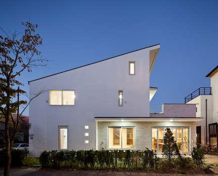 Modern houses by 남기봉건축사사무소