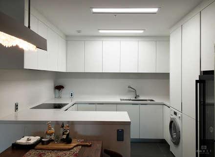 modern Kitchen by 드웰디자인