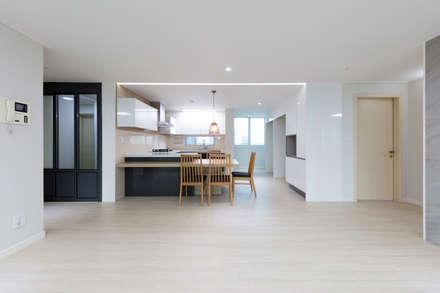 modern Living room by 한디자인 / HAN DESIGN