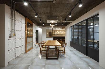modern Living room by 신나나프로젝트