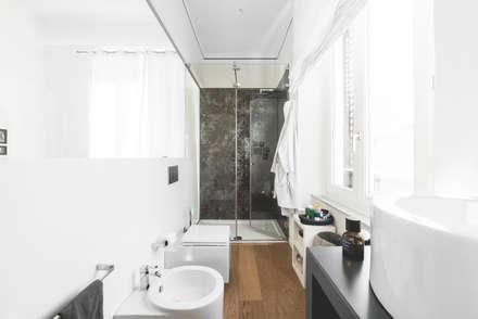 57125 House: Bagno in stile in stile Moderno di MODO Architettura